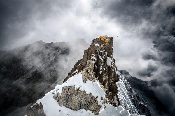 عکس   چادر زدن در نوک قله در عکس روز نشنال جئوگرافیک