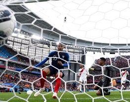 صعود فرانسه با برد ناپلئونی مقابل پرو