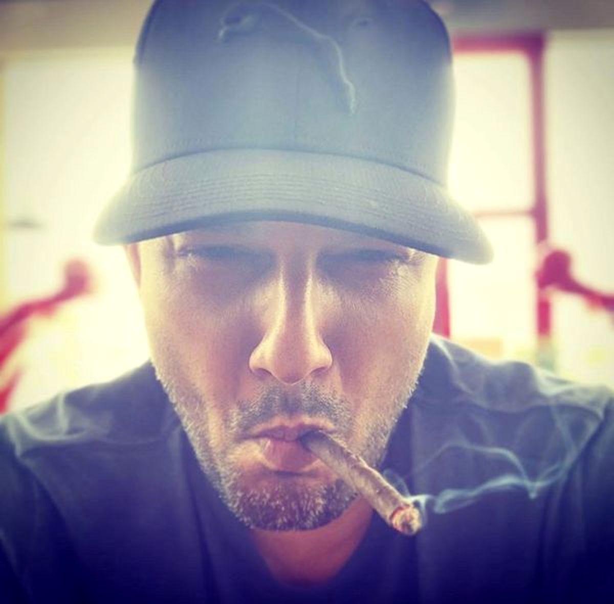 استایل جدید حامد بهداد با سیگار!  + عکس