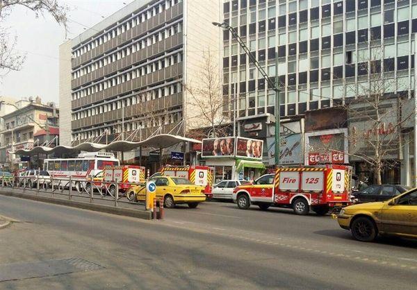 نجات 50 نفر در آتشسوزی ساختمان اداری خیابان ولیعصر