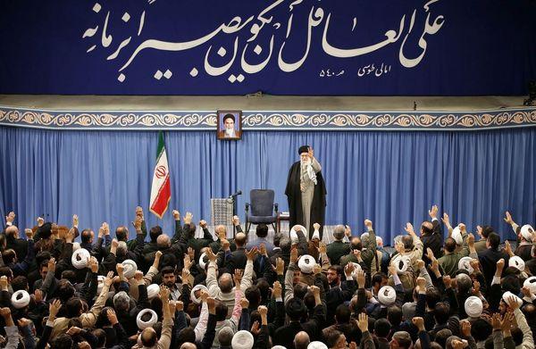 رهبر انقلاب: نمایندگانی در مجلس داشتیم که نوکر و کُلفَت امریکا و دشمنان ایران هستند