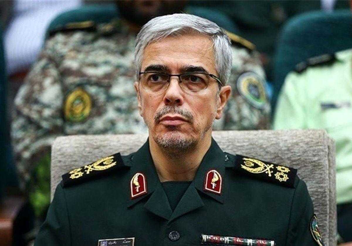 تجلیل رئیس ستاد کل نیروهای مسلح از سردار فیروزآبادی