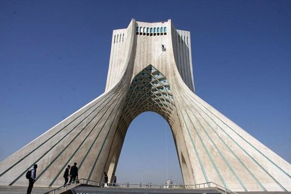 شستشوی نماد تهران پس از هشت سال
