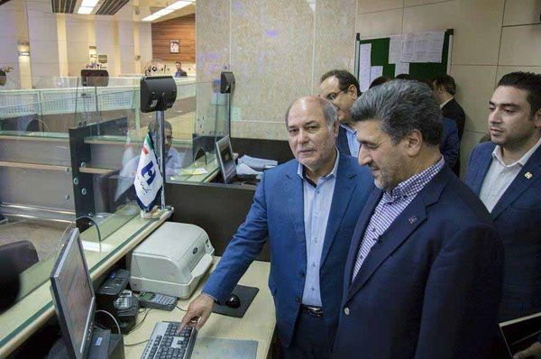با حضور مدیر عامل بانک صادرات ایران و مدیرعامل صندوق بازنشستگی کشوری؛ وامهای ٥٠ میلیون ریالی به حساب ٢٦ هزار بازنشسته کشوری واریز شد