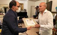 اهدای نشان درجه یک هنر به پیشکسوت سینمای ایران