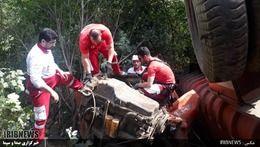 ببینید تصاویر غم انگیز سقوط تریلر به دره در گردنه حیران