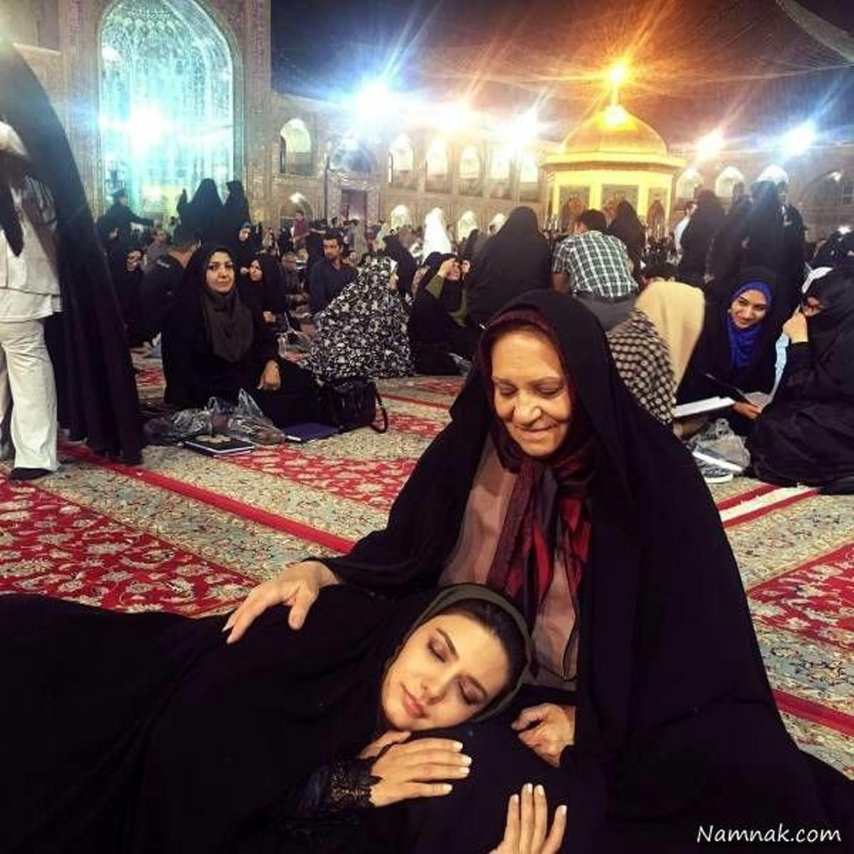 لیندا کیانی و مادرش در حرم امام رضا (ع) + عکس