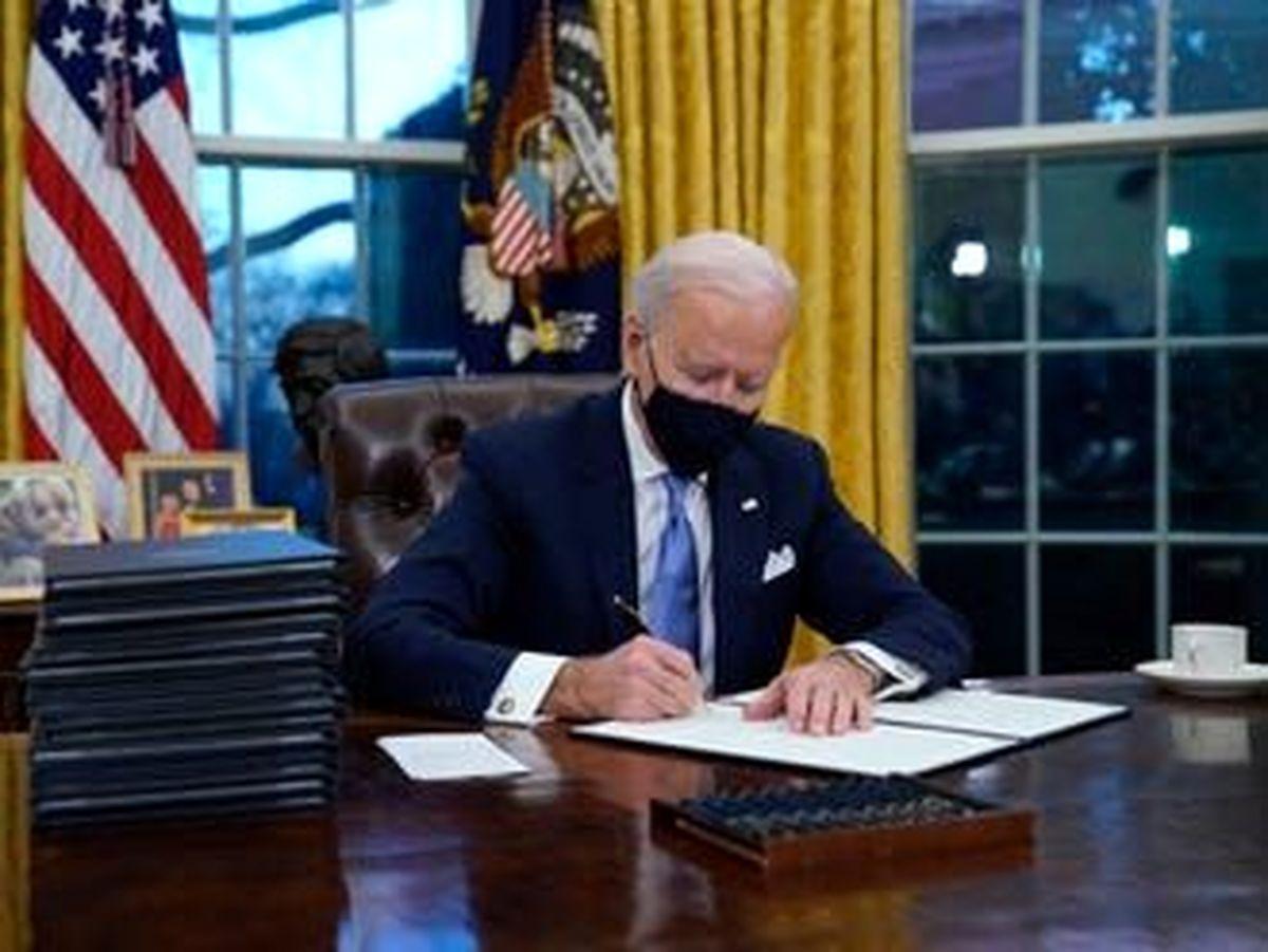 بایدن طی ۱۰۰ روز ۴۰ فرمان اجرایی امضا کرد