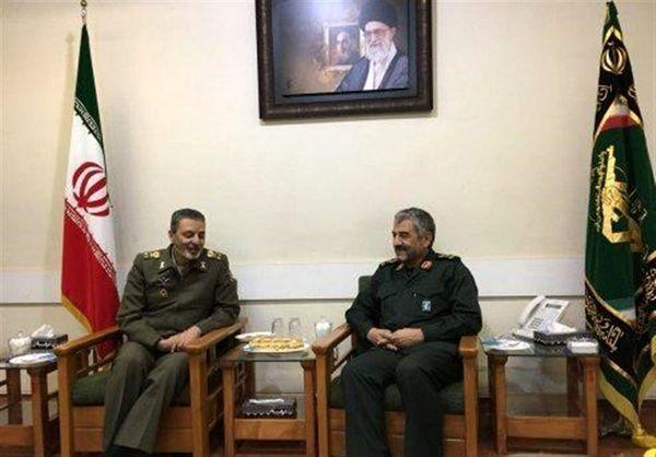 فرمانده ارتش با حضور در ستاد سپاه با سردار جعفری دیدار کرد + جزئیات