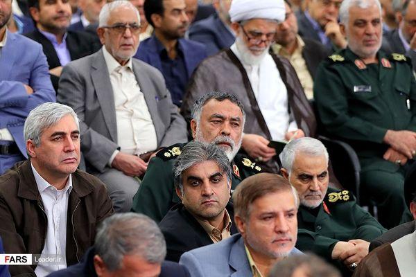 عکس/ سردار قاسم سلیمانی و ابراهیم حاتمی کیا در حضور رهبر انقلاب