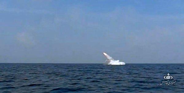 قدرتنمایی زیردریاییهایارتش با شلیک موشک از زیر دریا به سطح