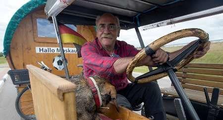 پیرمرد آلمانی با تراکتور 82 ساله اش به مسکو رسید