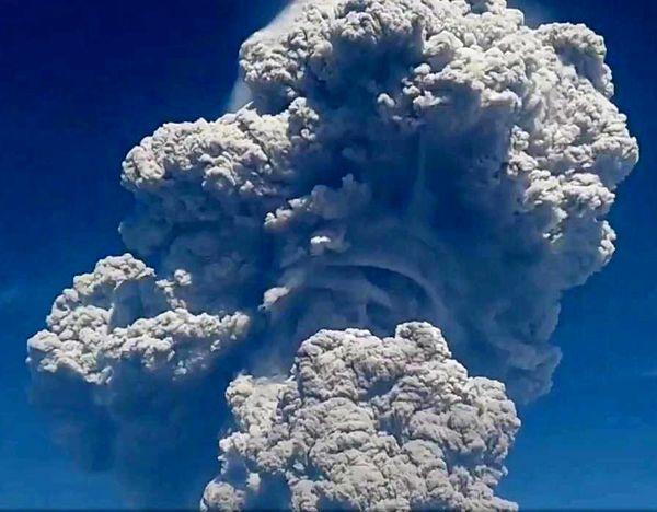 تصاویر | فوران آتشفشان و ارتفاع 4 مایلی خاکسترش