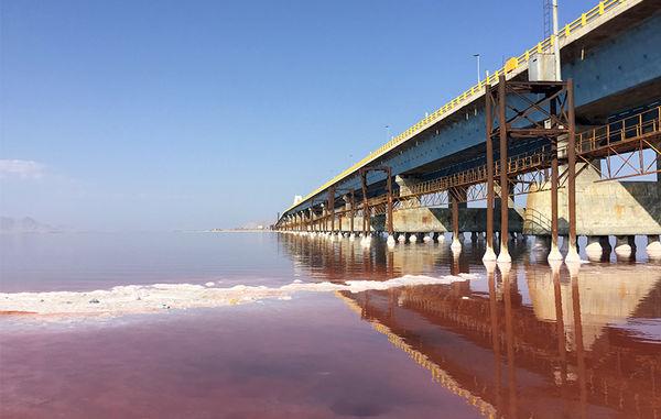 شایعه عجیب در کف دریاچه ارومیه ، آیا دریاچه عمدا خشک شد؟