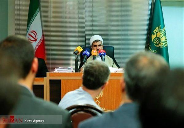 دادگاه انقلاب تهران: مشایی وکلای سابق خود را عزل کرده است/ وکیل جدید دادگاه را ترک کرد