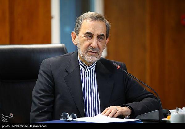 واکنش ولایتی به اظهارات مکرون علیه برنامه موشکی ایران