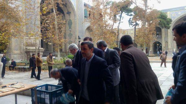 حضور احمدینژاد در مراسم ترحیم آیتالله حائری شیرازی + تصاویر