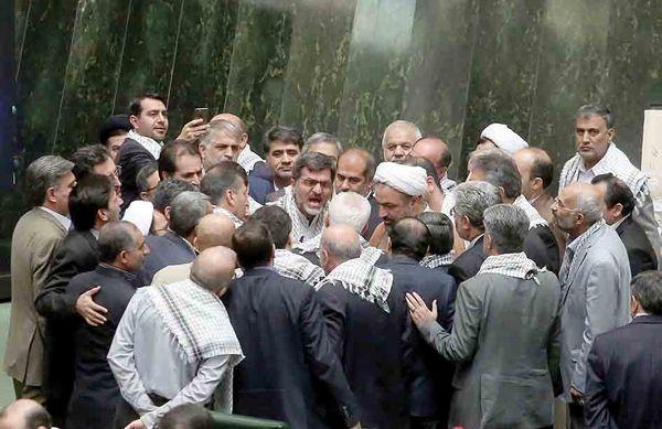 از سربازی تا ژنرالی/  درباره دکتر ظریف نباید  از دایره انصاف خارج شد