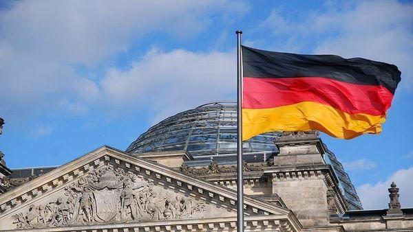 سفیر آلمان پشت فرمان وانت نیسان آبی+عکس